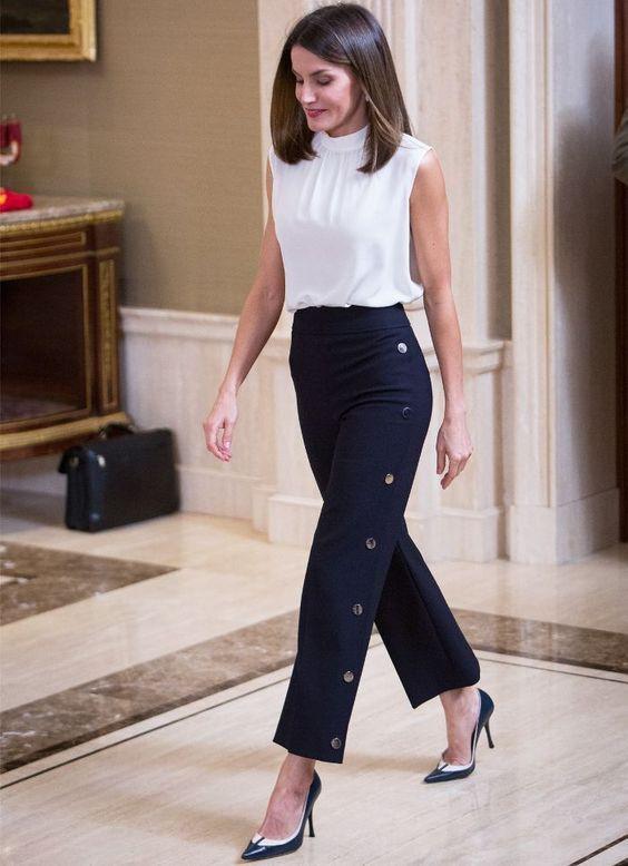 Outfits semi formal de mujer con pantalon de vestir azul