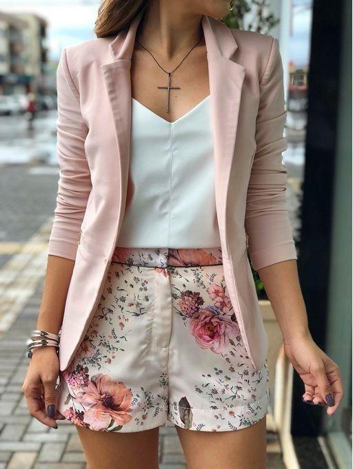 look casual elegante con blazer y short