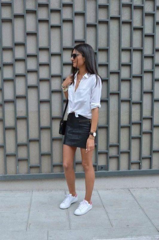 minifalda y camisa blanca look noche casual