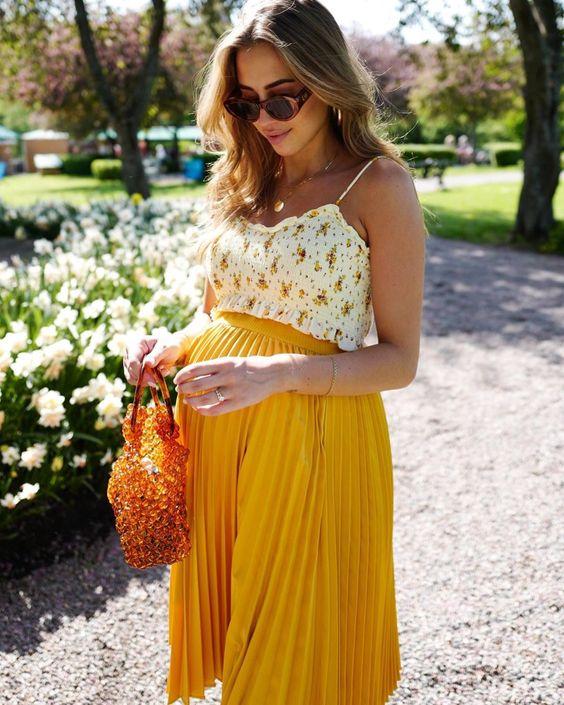 top y falda plisada para embarazadas