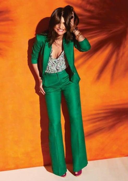traje casual elegante verde y blusa estampada 1