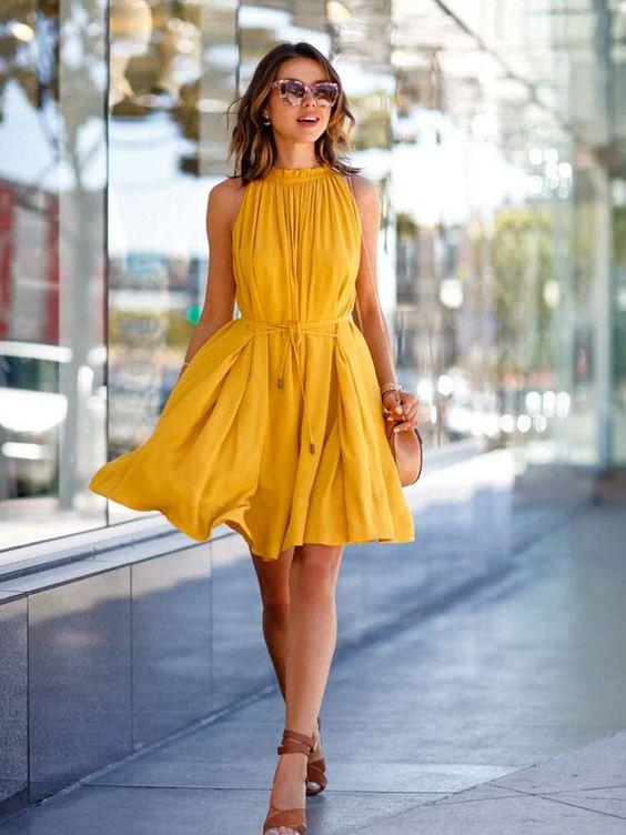 vestido amarillo para una boda casual elegante