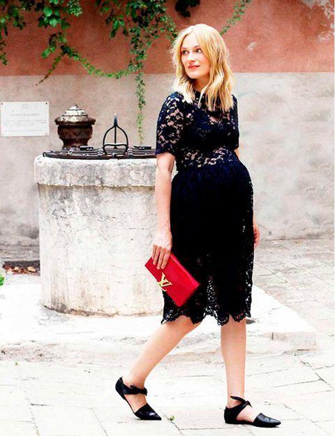 vestido negro de encaje para embarazadas