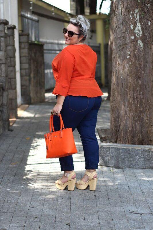 blusa naranja y jeans gorditas