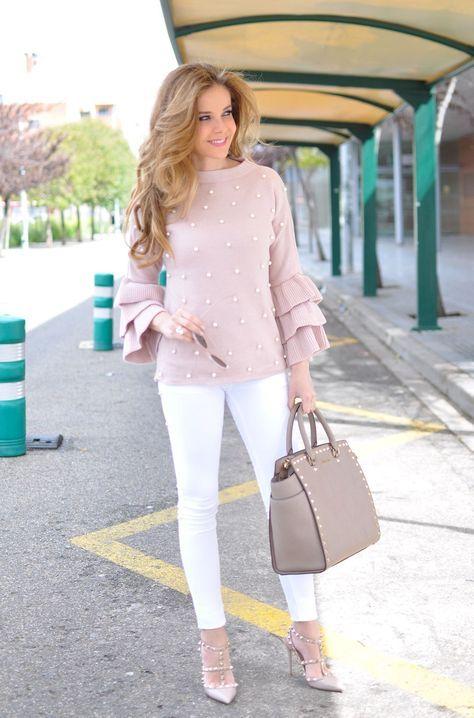 jeans blanco y sweater para la noche