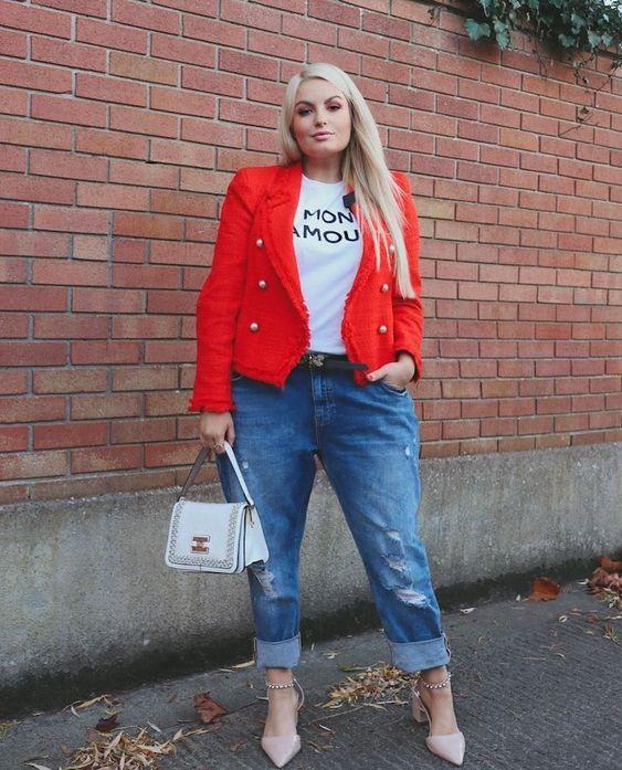 jeans boyfriend y blazer rojo