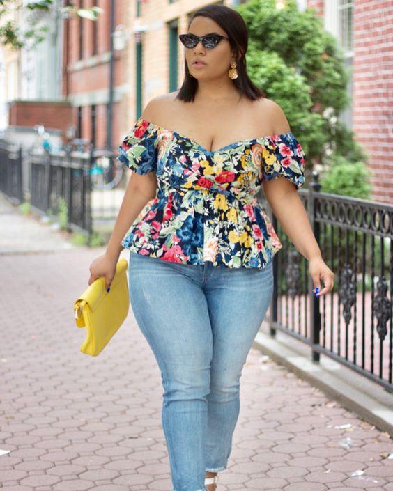 jeans y blusa estampada para gorditas