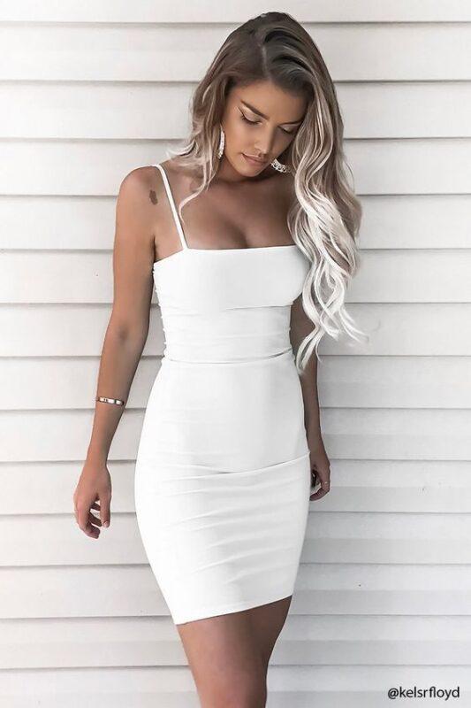 Vestido corto blanco ajustado para noche