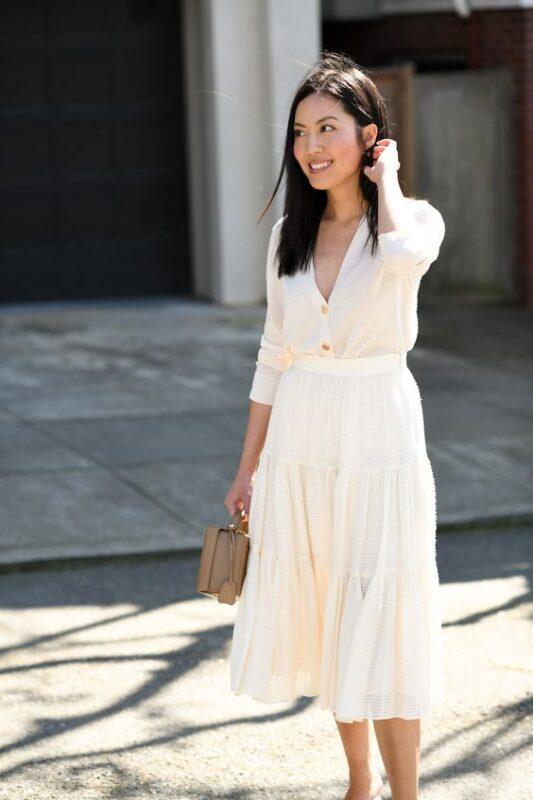 falda midi y blusa blanca
