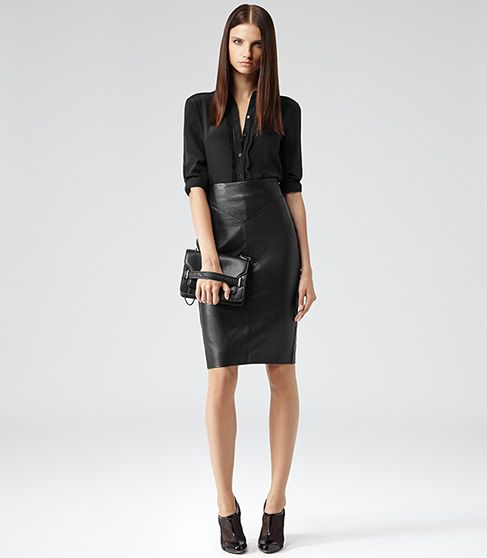 falda tubo negra y camisa