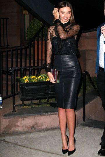 minifalda tubo de cuero negra
