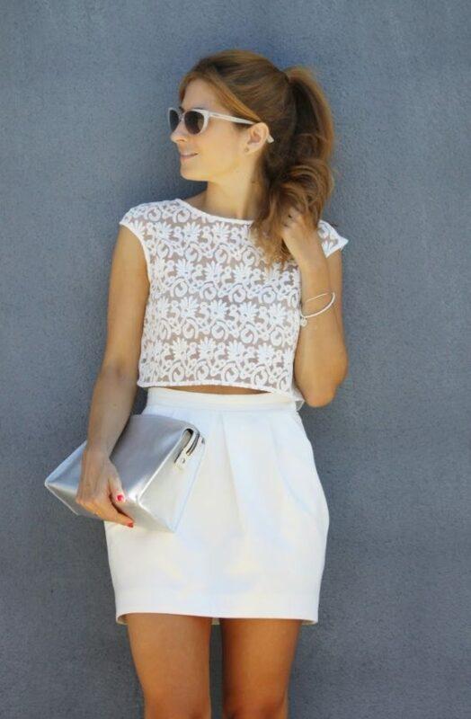 minifalda y top blanco para noche