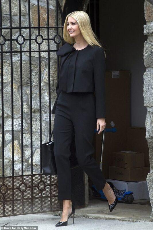 traje negro para una cena de trabajo mujer