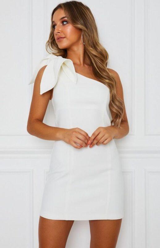 vestido corto blanco un solo hombro