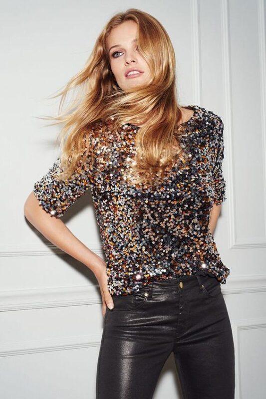 blusa de lentejuelas y pantalon engomado