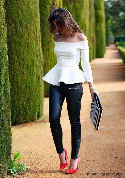 pantalon engomado con blusa blanca
