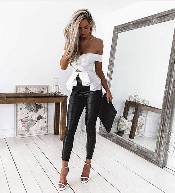 pantalon engomado y blusa blanca