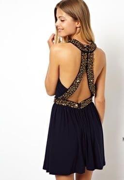 vestido negro corto para salir de noche