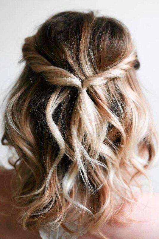 Peinado media meliena para noche simple y juvenil