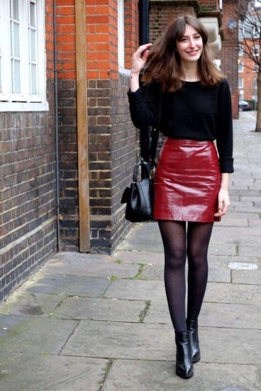 minifalda roja de cuero para la noche