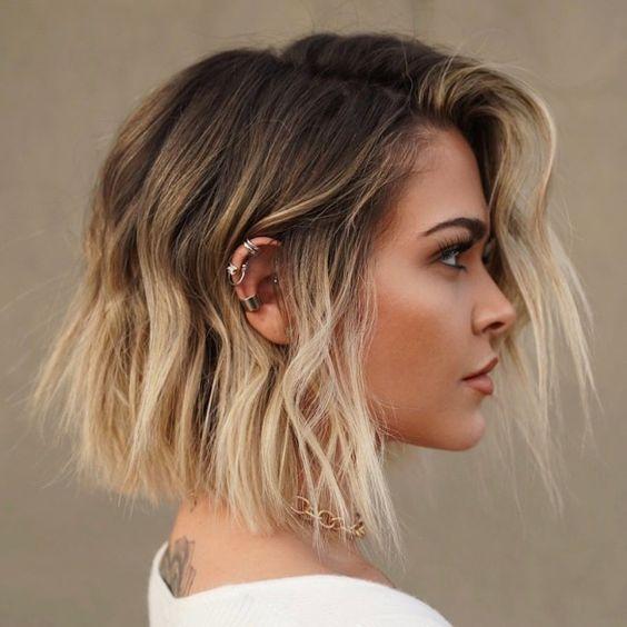 peinado con pelo corto irregular para noche