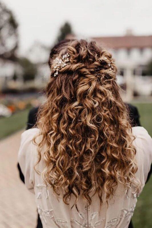 peinado semirecogido para pelo con rulos