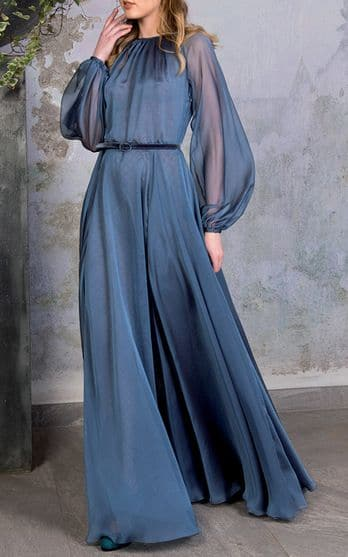 Vestido azul para invitada a boda de invierno