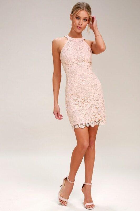 Vestido rosa palo de encaje corto