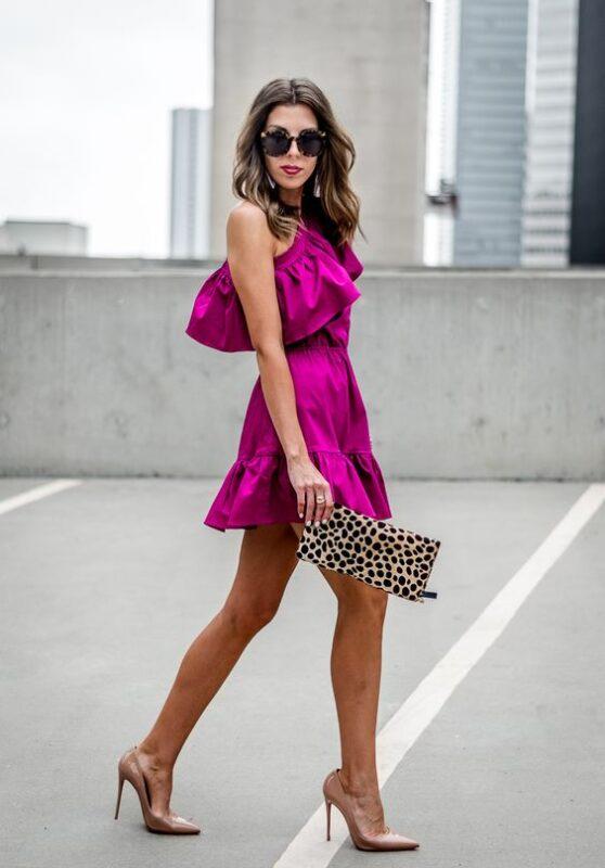 vestido corto purpura para la noche