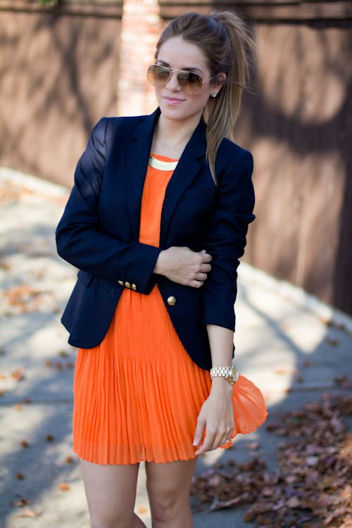 vestido naranja para la noche plisado