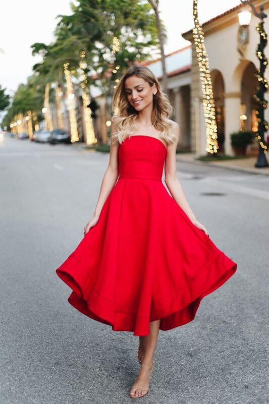 vestido rojo straples para la noche