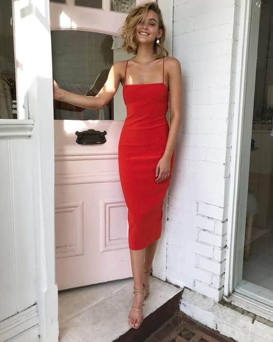 Vestido Rojo escote recto ajustado