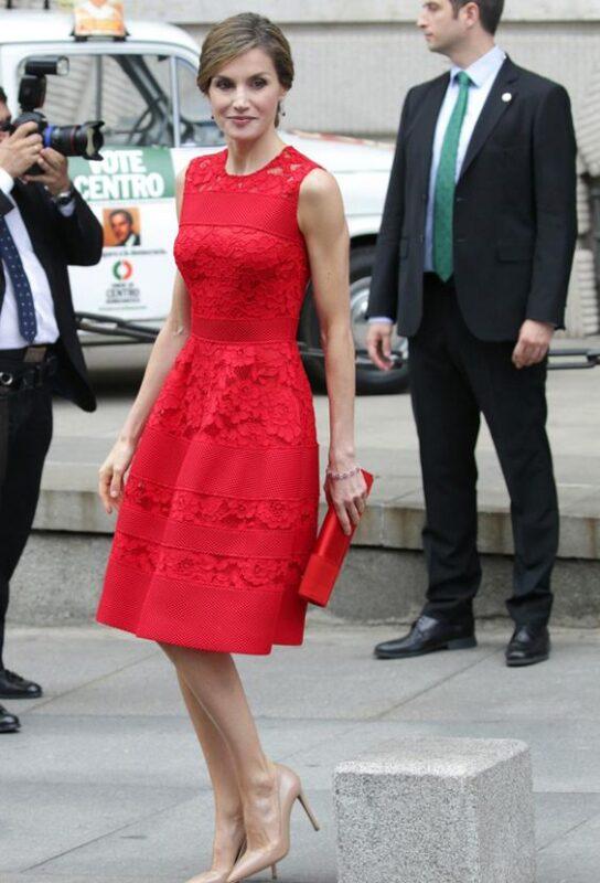 Vestido enccaje rojo corto
