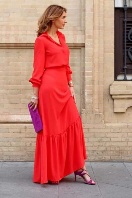 Vestidos rojos con accesorios fucsia