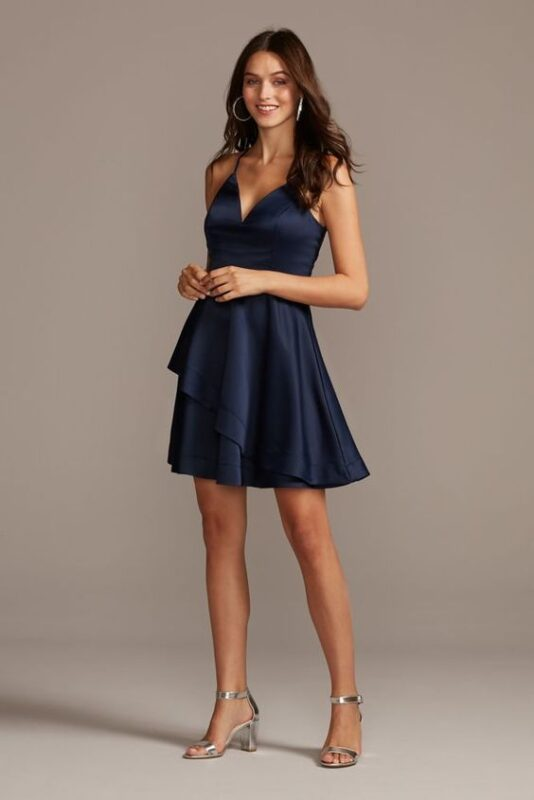 vestido azul corto con volantes