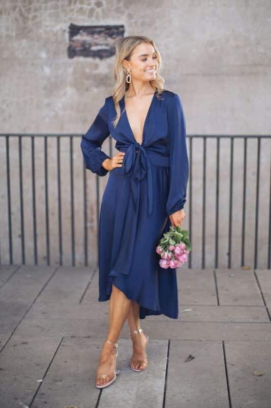 vestido azul escote en v