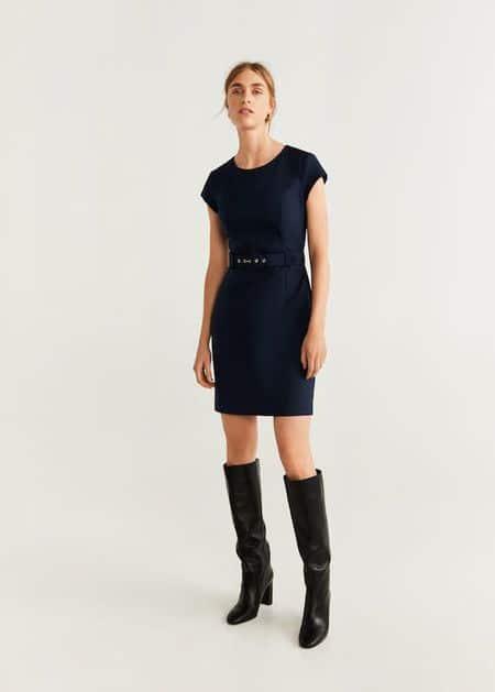 vestido azul oscuro con botas cana larga