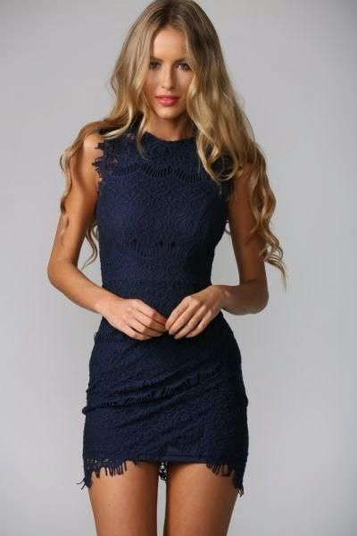 vestido corto de encaje azul oscuro