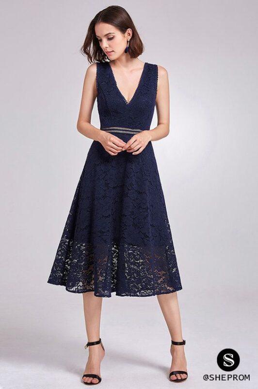 vestido midi de encaje azul oscuro