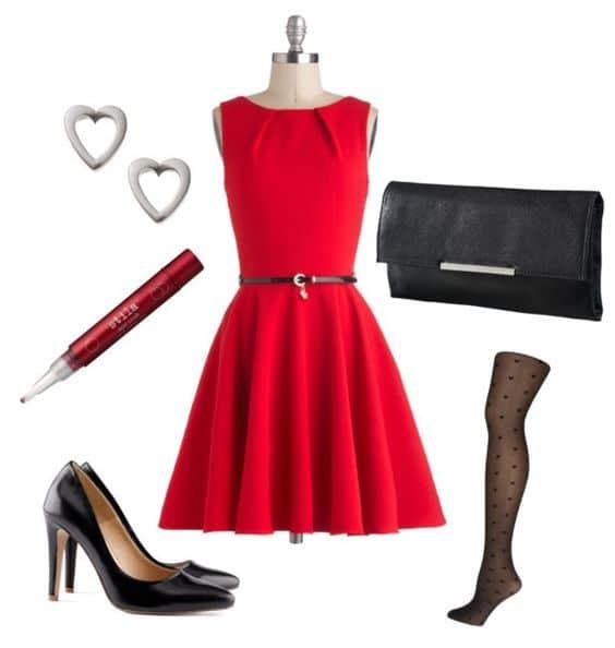 vestido rojo corto y accesorios negros