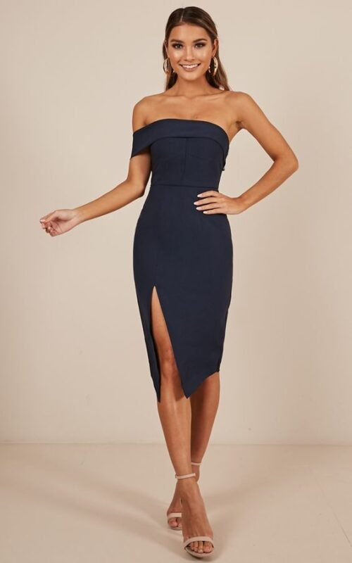 vestido strapless azul oscuro