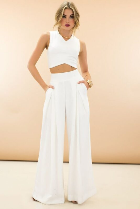Outfits para navidad con pantalon blanco