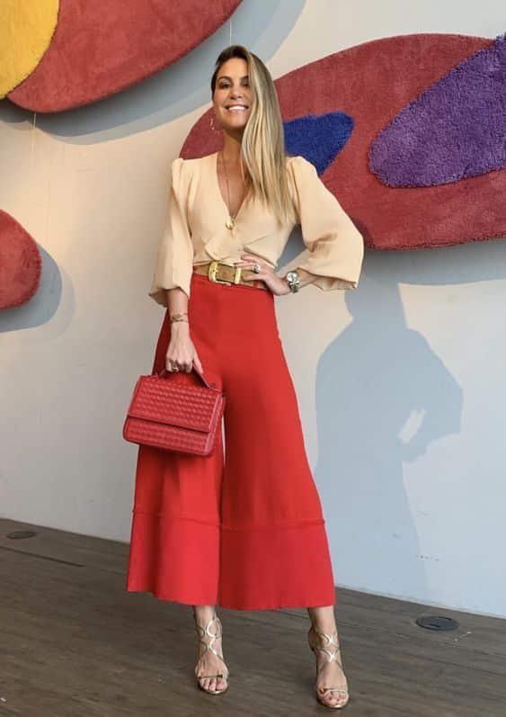 Outfits para navidad con pantalon de vestir rojo