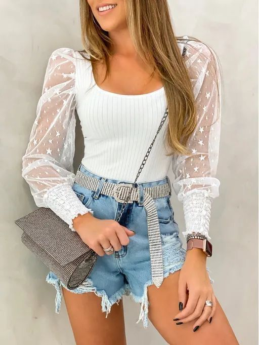 blusa blanca y short de jeans Outfits para navidad