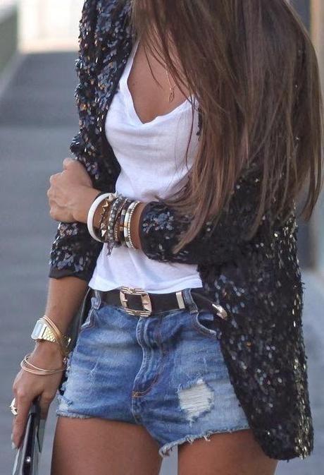 short de jeans y blazer de lentejuelas