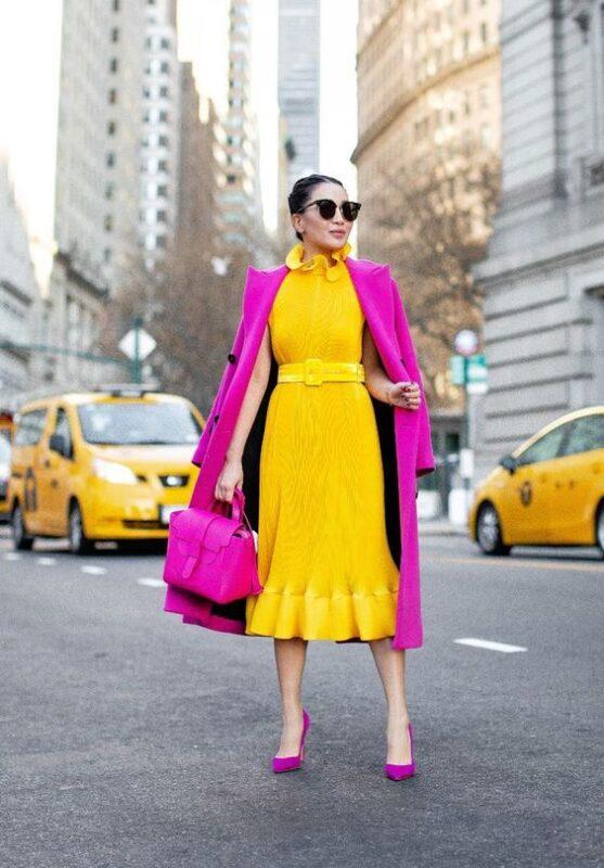 vestido amarillo con fucsia