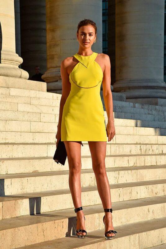 vestido corto amarillo para la noche
