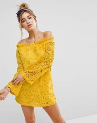 vestido corto de encaje amarillo