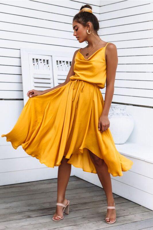 vestido de seda amarillo