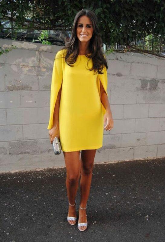 vestido recto con mangas abiertas amarillo